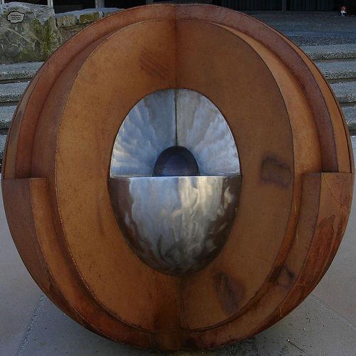 지각 두께가 너무 두껍게 표현된 것일까? 멘틀의 하위구조를 표현한 것일까?