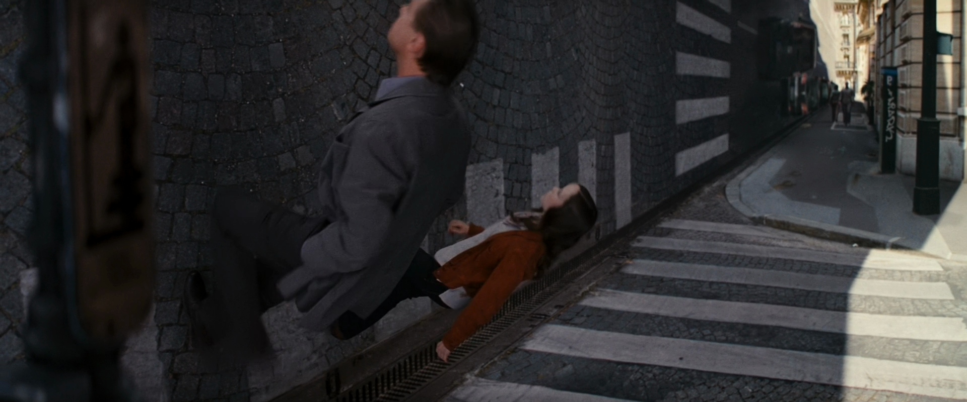 Inception.1080p.BluRay.x264-REFiNED.mkv_003047.219.png